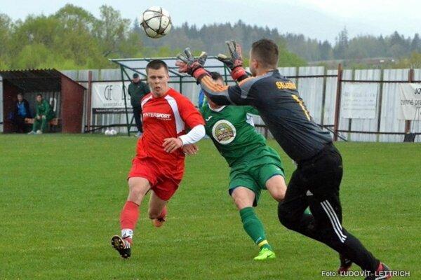 V zápase Dubové – Sklabiňa videli diváci iba jeden gól, domácim priniesol tri body.