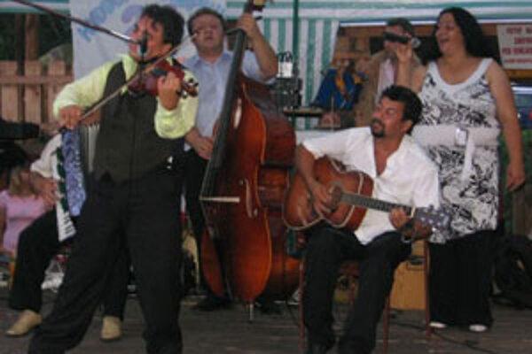 Hudba a pesničky kokavských muzikantov tvoria časť hudobného podkladu filmu Sherlock Holmes: Hra tieňov.