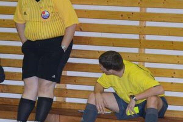 V 8. kole Balex Trade Futsal ligy udelili arbitri 15 žltých a 2 červené karty.