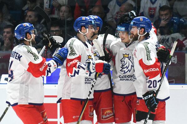 Na snímke radosť hráčov Českej republiky po góle v zápase Euro Hockey Challenge v ľadovom hokeji Slovensko - Česko v Nitre 27. apríla 2019.