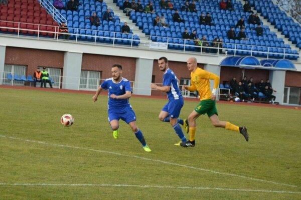 Zľava Mikuš a Vujoševič dali po prestávke Petržalke tri góly.