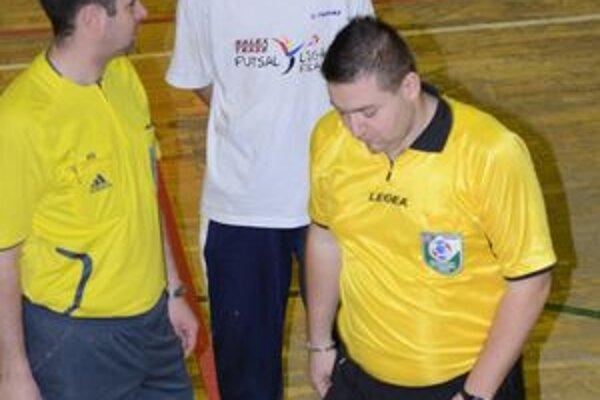 V 13. kole fiľakovskej Balex Trade Futsal Ligy udelili arbitri sedem žltých karát. Po červenej tentokrát nesiahli.