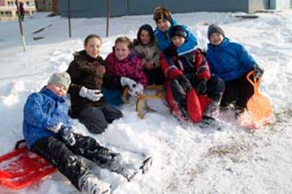 Deti sa na snehu vyšantili.