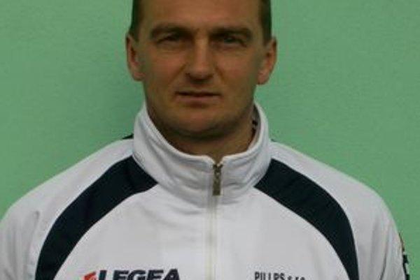 Tréner TJ Baník Ružiná Karol Praženica.