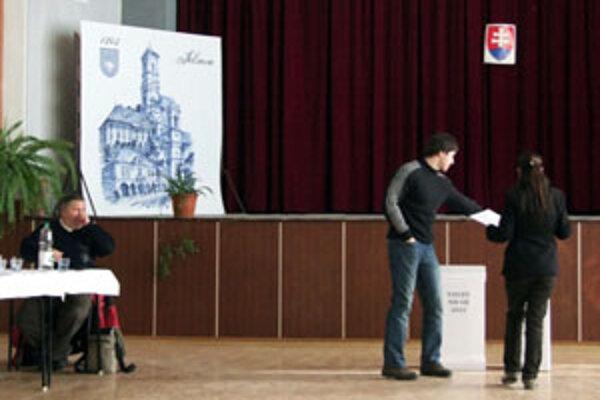 Voľby v Jelšave prebiehajú pokojne a voliči sú disciplinovaní.