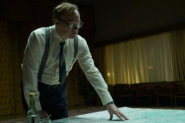 Jared Harris ako vedec Valerij Legasov v seriáli Černobyľ.