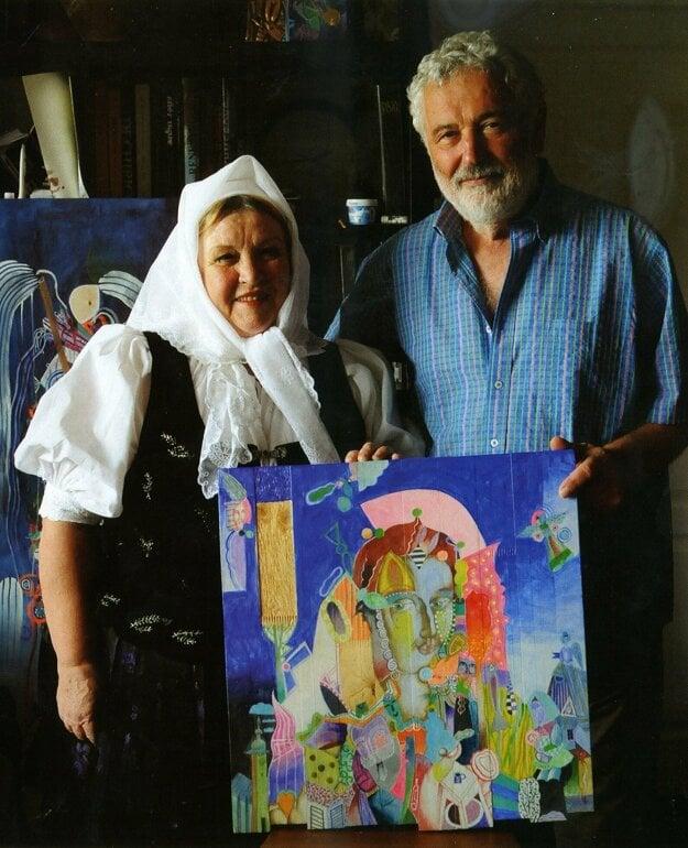 Helena Zahradníková s akademickým maliarom a rodákom z Turzovky Ondrejom Zimkom. Odovzdanie ocenenia Kysucký nebojsa.