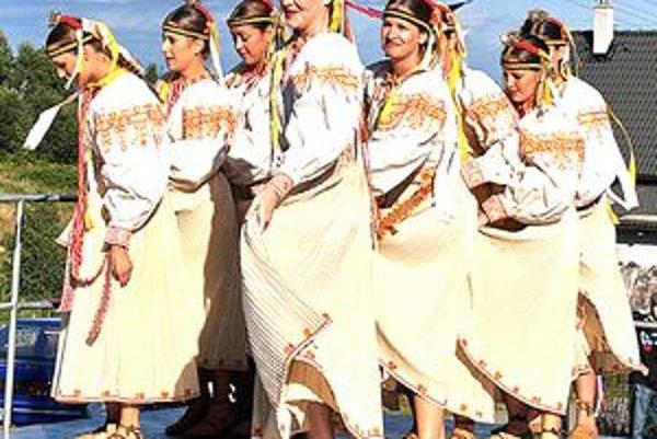 Podujatie spestria vystúpenia folklórnych súborov.