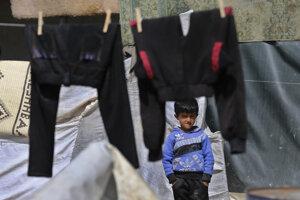 V táboroch uviazli tisíce detí, ktoré nemajú kam ísť.