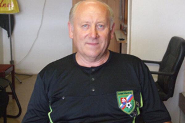Ladislav Peti doteraz vlastní svoj prvý rozhodcovský dres.