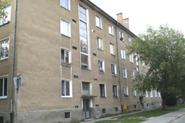 Táto bytovka bola dejiskom nešťastia, ktoré si vyžiadalo život troročného chlapca.