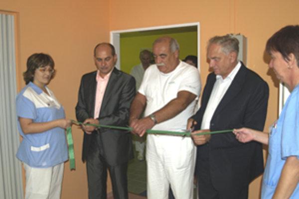 Nové priestory sú omnoho reprezentatívnejie a zabezpečujú pre občanov komplexné služby a komfort.