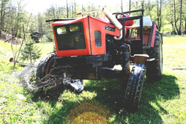 Vraždiaci traktor. V apríli pod ním zomreli dvaja mladí muži.