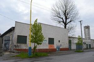 Budova patrí Stanislavovi Gregovi, ktorý uvažuje o investícii alebo o odpredaji.