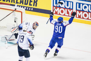 Tomáš Tatar oslavuje tretí gól v zápase USA - Slovensko na MS v hokeji 2019.