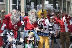 Fanúšikovia Švajčiarska pred zápasom proti Taliansku.