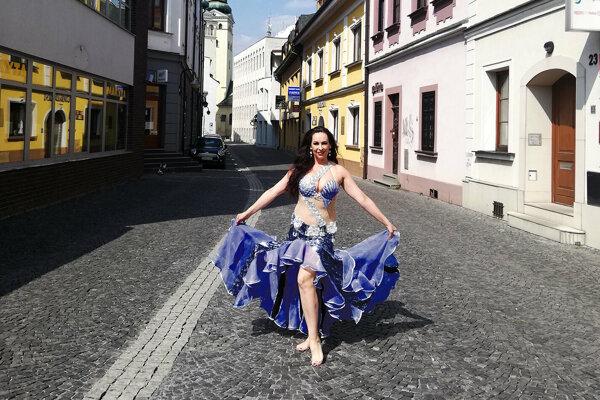 Monika Kosecová je brušnou tanečnicou.