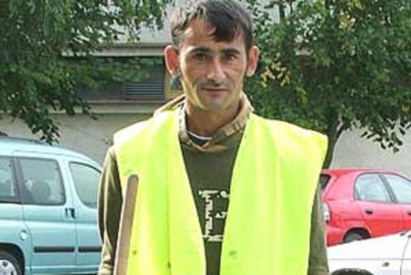 Juraj Berky pracuje na poltárskom Mestskom úrade na aktivačných prácach. Je spokojný a  nechcel by to meniť.
