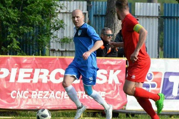 Dvaja najskúsenejší hráči na ihrisku - Barčík a Kotora.