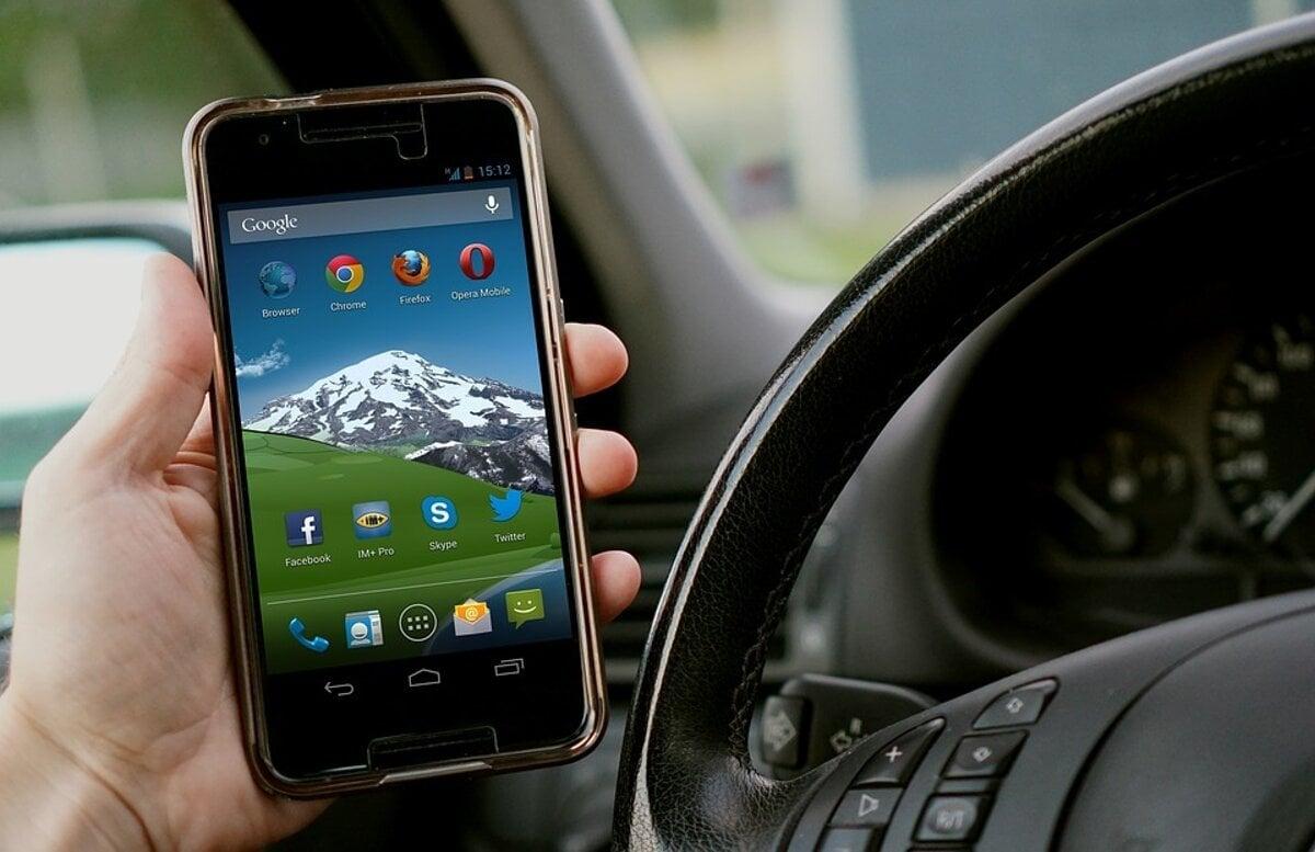 8d61f4c86bc01 Telefón za volantom vás ohrozuje, aj keď ho nepoužívate - Auto SME