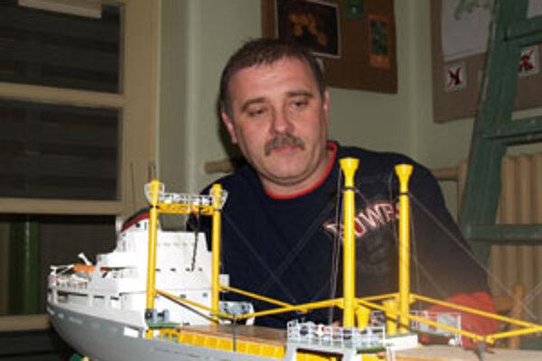 Ondrej Mišák z Rimavskej Soboty sa modelárstvu venuje už dvadsaťpäť rokov.