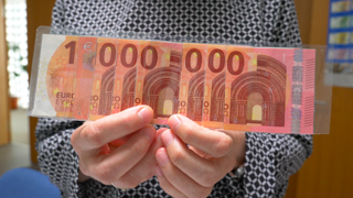 Ako si overíte pravosť bankovky (video)