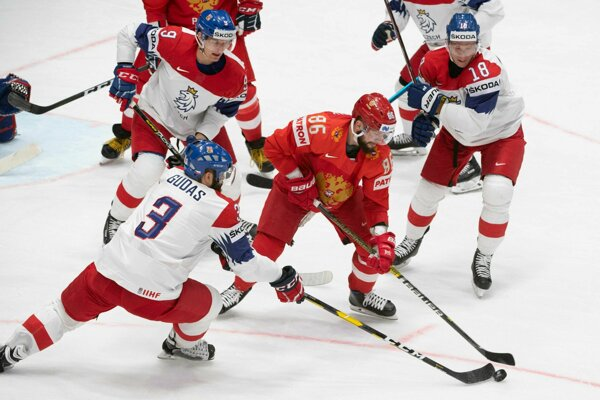 Nikita Kučerov (v popredí) v zápase Rusko - Česko na MS v hokeji 2019.