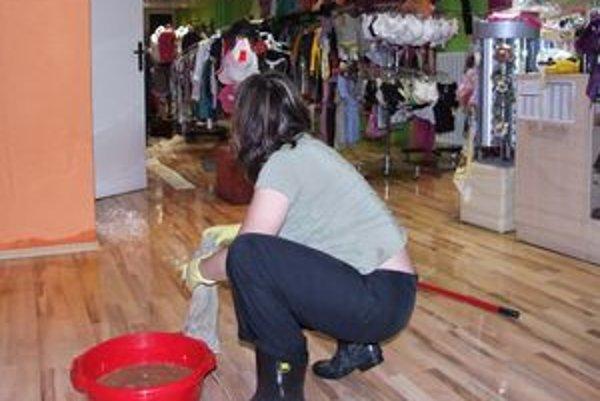 V butiku Zoja potopa narobila nemalé škody.