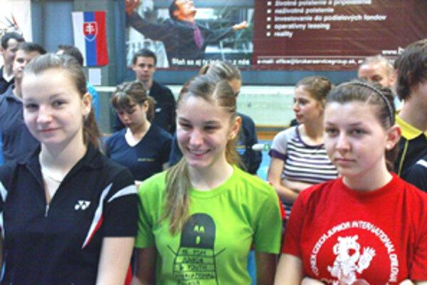 Klenovské bedmintonistky Surová,Bálintová a Antalová si tentokrát na stupne víťazov nazastali.