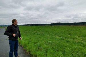 Aj v týchto miestach pri Spišskom Hrhove aplikovali zapáchajúcu hnojovicu ukazuje starosta Spišského Hrhova. .