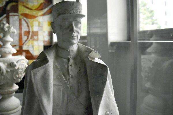Sadrový model sochy Milana Rastislava Štefánika vytvorený sochárom Františkom Gibalom.