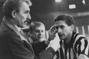 Občas treba na hokejovom zápase ošetriť nielen hráča, ale aj rozhodcu. Róbert Berenhaut