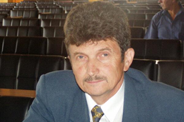 """""""Tu končí všetka zábava. Konečne by malo byť prerozdeľovanie výnosu z podielových daní rovnocenné,"""" tvrdí starosta Buzitky Stanislav Jačmeník."""