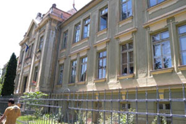 Nepriaznivú situáciu by vyriešila rekonštrukcia starej, historickej budovy.