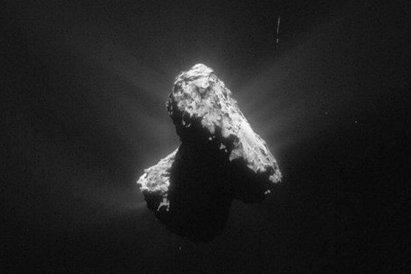 Život by vraj mal dokazovať tmavý povrch na kométe.