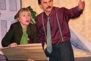Herec Boris Farkaš sa v Ratkovej predstaví so svojou nezameniteľnou interpretáciou úryvkov zo zábavno-náučnej rozhlasovej hry Bolože to v tej Ratkovej dávno.