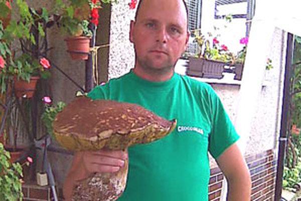 Obrovský poldruhakilový dubák je životným úlovkom Dušana Líšku.