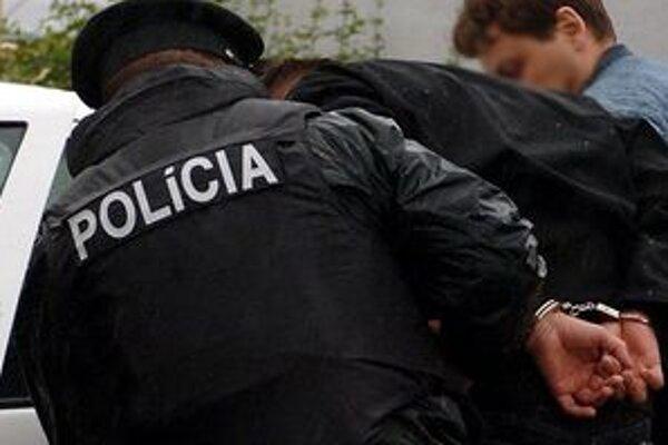 Mladý muž, ktorý lúpil v Banskobystrickom kraji od konca marca do polovice augusta, skončil v rukách polície.
