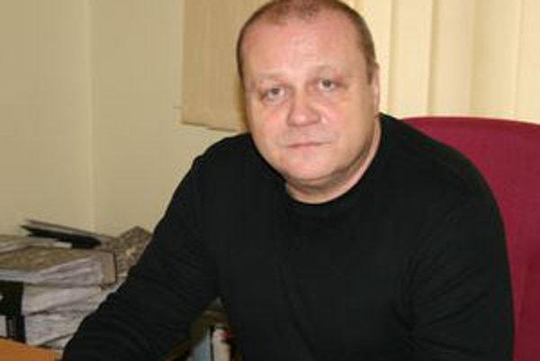 Hlavný kontrolór tornaľského mestského úradu Mikuláš Cmorík navrhuje predať prebytočný majetok mesta.