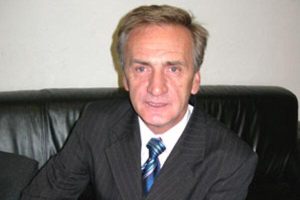 Starosta Mýtnej Pavol Greksa počas volieb do parlamentu vyzýval občanov k volebným urnám. Tentoraz to neplánuje urobiť.