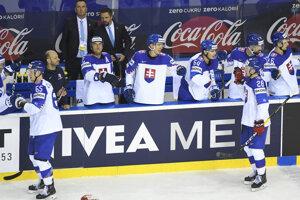 Na snímke striedačka Slovenska po prvom góle v zápase Slovensko - Dánsko na MS v hokeji 2019.