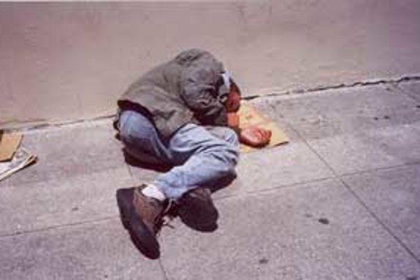 Bezdomovci dotvárajú kolorit miest.