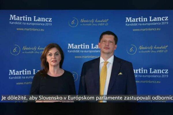 Martin Lancz vo volebnom spote s Monikou Beňovou (Smer).