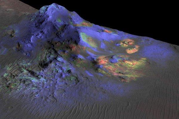 Vedci našli impaktové sklo (zelená farba) aj na dvadsaťkilometrovom kráteri Alga.
