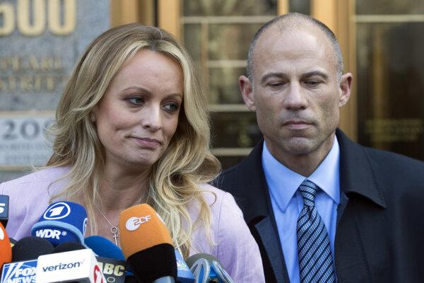 Pornoherečka Stormy Daniels a jej niekdajší právnik Michael Avenatti.