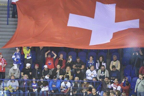 Švajčiarski fanúšikovia v Steel Aréne v zápase štvrťfinále Kanada – Švajčiarsko na MS v hokeji 2019.