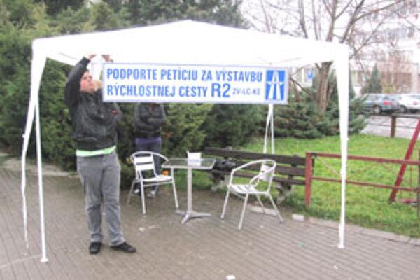 Petícia žiada urýchlenie výstavby rýchlostnej cesty R2 v úseku medzi Zvolenom a Košicami.