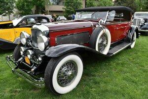 Dnes už neexistujúca americká značka Duesenberg vyrábala v 30. rokoch minulého storočia luxuné vozidlá, konkurujúce výrobkom Rolls-Royce.