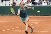 Magdaléna Rybáriková počas zápasu s Johannou Larssonovou v prvom kole Roland Garros 2019.