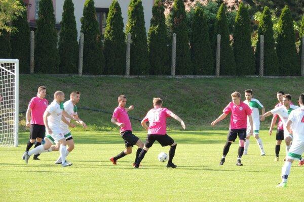Zo zápasu Nový Život - Kolárovo 0:2.